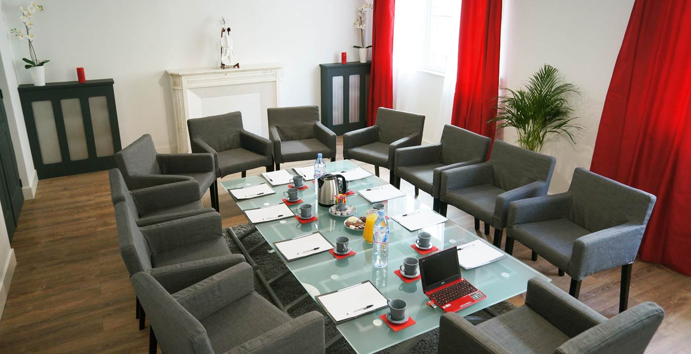 Espace Caen: Reine Mathilde, tables position basse